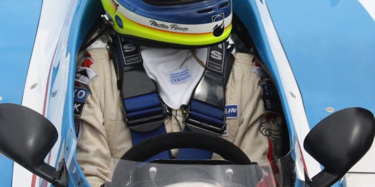 Na záda mu v neděli ovšem dokázal dýchat mladý Matteo Ferrer-Aza s Ligierem