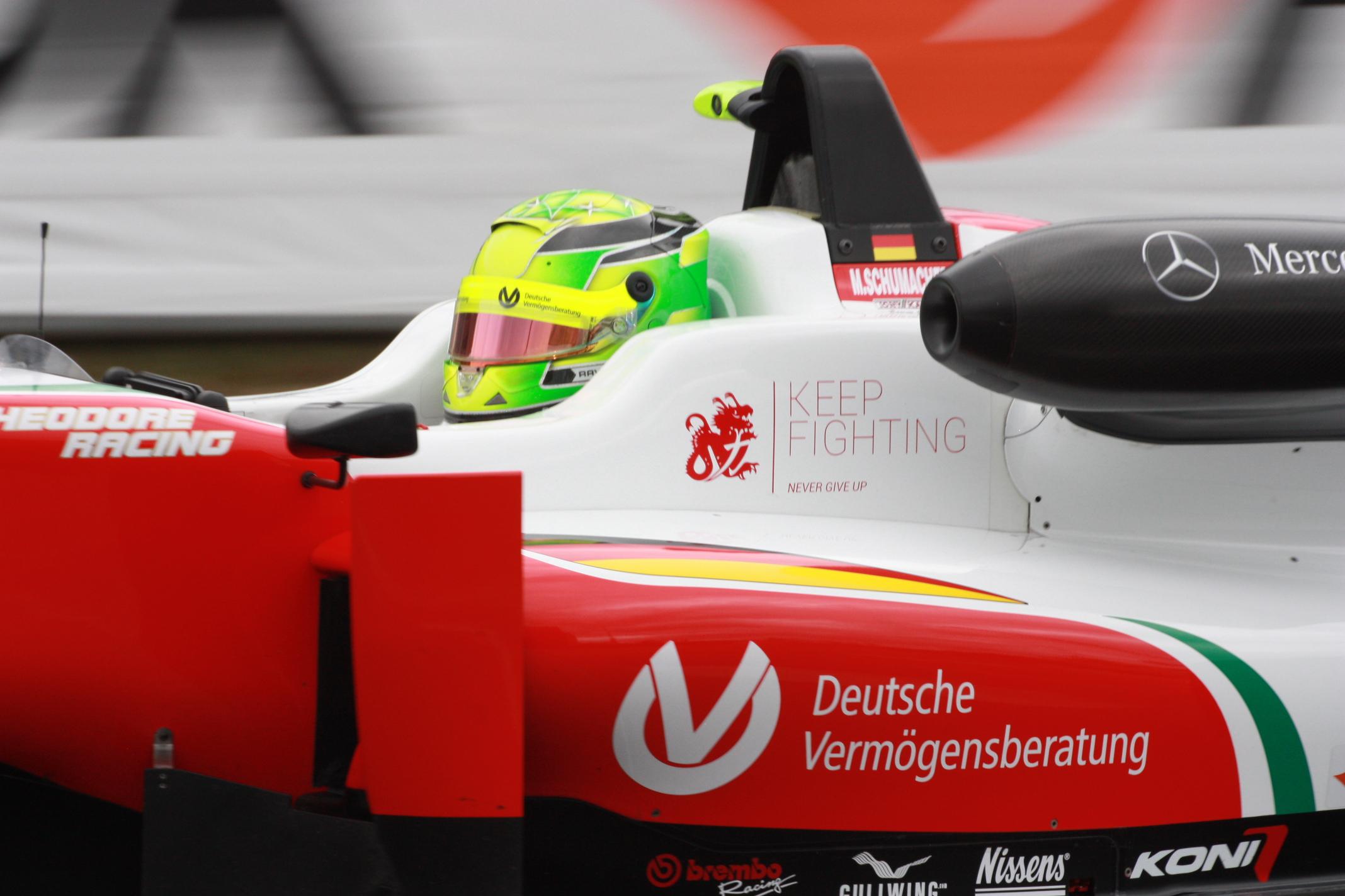 Problémy s kariérou: Mike Schumacher je možná sympatický a rychlý mladý muž, co do výsledků ale letos zatím zůstal vše dlužen a Norisring nebyl výjimkou. Ve Formuli 3 jezdí hned několik chlapců s větším talentem – dál mu pomůže jen jeho jméno...