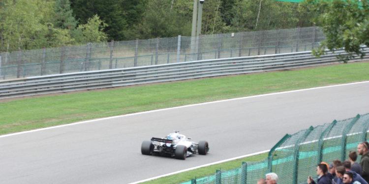 Stráně nad tratí a tribuny byly výborně zaplněné. Formule 1 zase přitahuje širší publikum...